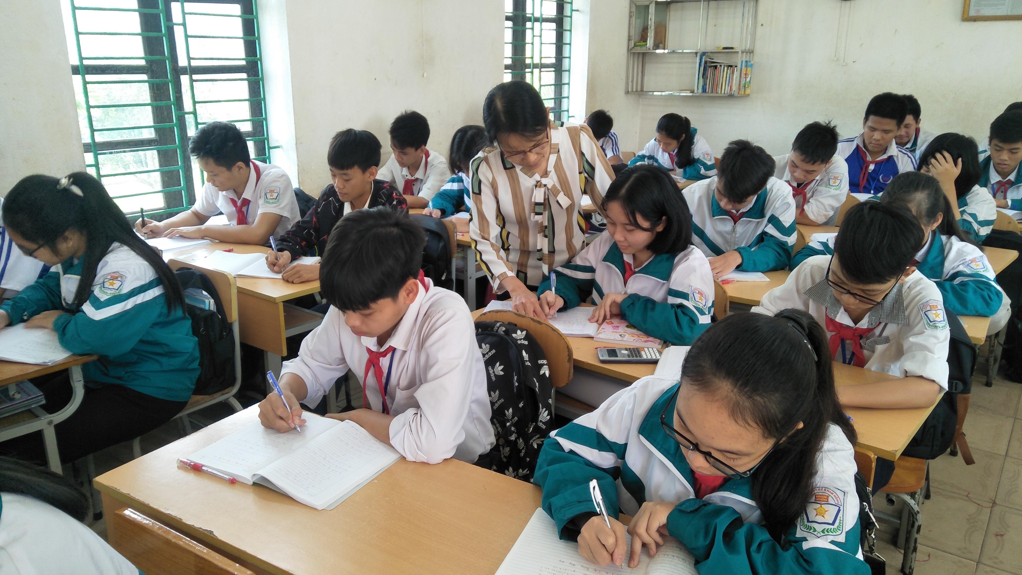 Cô giáo Đặng Quỳnh Nam trường THCS Nam Hồng Nam Trực - một tấm gương mẫu mực