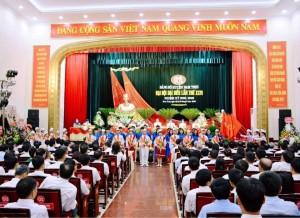 Hhọc sinh Trường THCS Nguyễn Hiền chào mừng Đại hội đại biểu Đảng bộ Nam Trực lần thứu XXVI